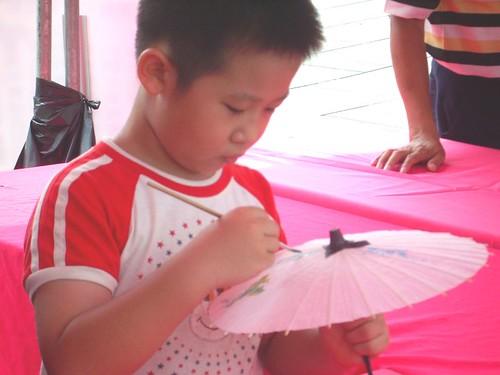 你拍攝的 紙傘彩繪。