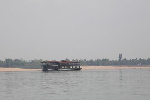 084.湄公河上的觀光渡輪