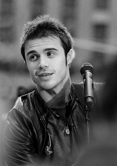 Kris Allen (noamgalai) Tags: plaza nyc portrait ny newyork smile nbc photo concert singing song live picture rockefellercenter final photograph fox sing idol winner ai idols americanidol    heartless noamg  noamgalai   krisallen sitemusic