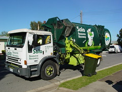 West Torrens Split Truck (AussieGarbo) Tags: city west trash truck garbage side collection international solo rubbish vehicle waste split refuse loader recycling richards simultaneous services recovery resource divided torrens iveco acco automated compactors asl recyclables scorr