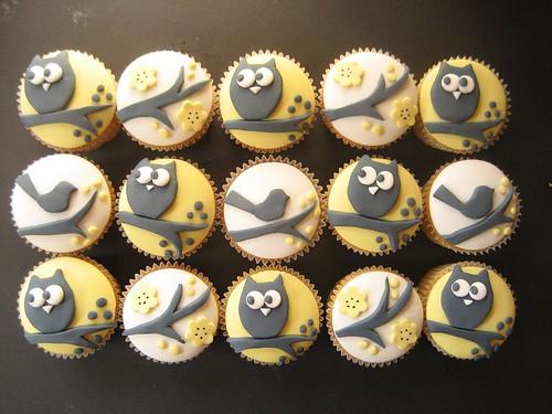 yellow owl and bird cupcakes