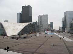 PARIS - Esplanade de La Dfense (Andra MB) Tags: paris france architecture modern frankreich 2009 ladfense dfense parigi futurist fransa futuriste esplanadedeladefense frana
