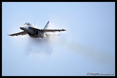 On the edge of sound (F/Depth Photography) Tags: usa washington fighter navy jet super hornet mcchord boeing afb supersonic shockwave fa18f vfa122 flyingeagles ktcm 165798 nj113 1527f024