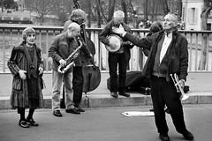old swing (ozio-bao) Tags: people paris 20d canon sigma swing 17 70 parigi challengeyouwinner oziobao parigi2009