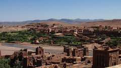 Across the river (Carlitos) Tags: africa morocco maroc marruecos ksar kasbah  atbenhaddou soussmassadra  almarib  athbenhadu