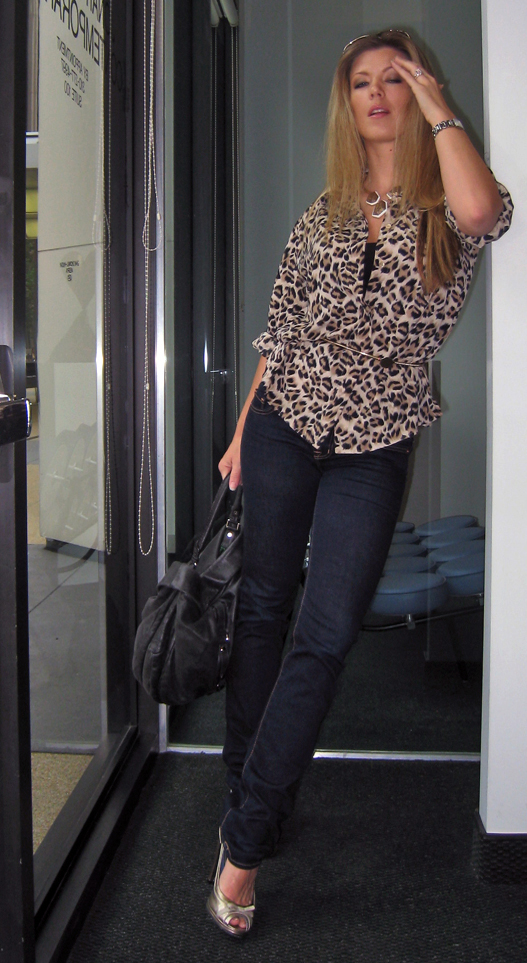 leopard-print-blouse-skinny-jeans-marc-jacobs-4