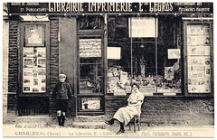 Our Dear Old Shop (c.1925) (postaletrice) Tags: old boy woman france window shop vintage french geotagged store mujer magasin child printer antique postcard femme front bookstore antigua tienda normandie postal enfant nio normandy francia shopfront postale gamin carte vitrine ancienne eure francesa fils librairie librera seora tarjeta escaparate devanture imprenta cpa papeterie talage franaise imprimerie andelys hautenormandie papelera normanda papershop charleval geo:lon=493703 uppernormandy geo:lat=13815 altanormanda fleursurandelle