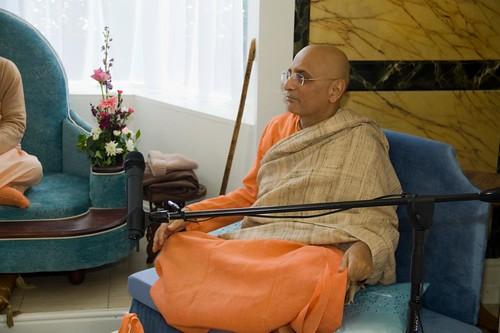 H H Bhakti Caru Swami 2010 - 0036 por ISKCON desire tree.