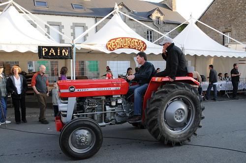 Beau Tracteur Rouge
