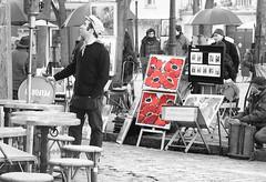 un garon et des artists a Montmartre (anabel LIA) Tags: paris bar arte montmartre artists artistas cuadros garon camarero