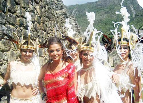 Aishwarya Rai and chorus dancers of Endhiran at Machu Picchu