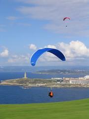 Parapente en el Monte de San Pedro (Coruña) (cjescudero) Tags: landscape coruña explore deporte outstandingshot compactcammera