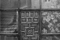The door (Rafael Pix) Tags: door bw pix rafael auvergne rafaelpix
