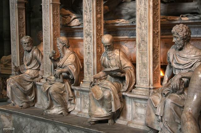 Les apôtres, finement sculptés, pour le tombeau dHenri II et Catherine de Médicis