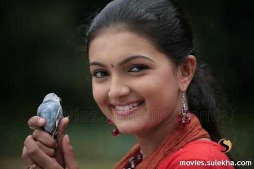 Saranya Mohan holding a pet bird