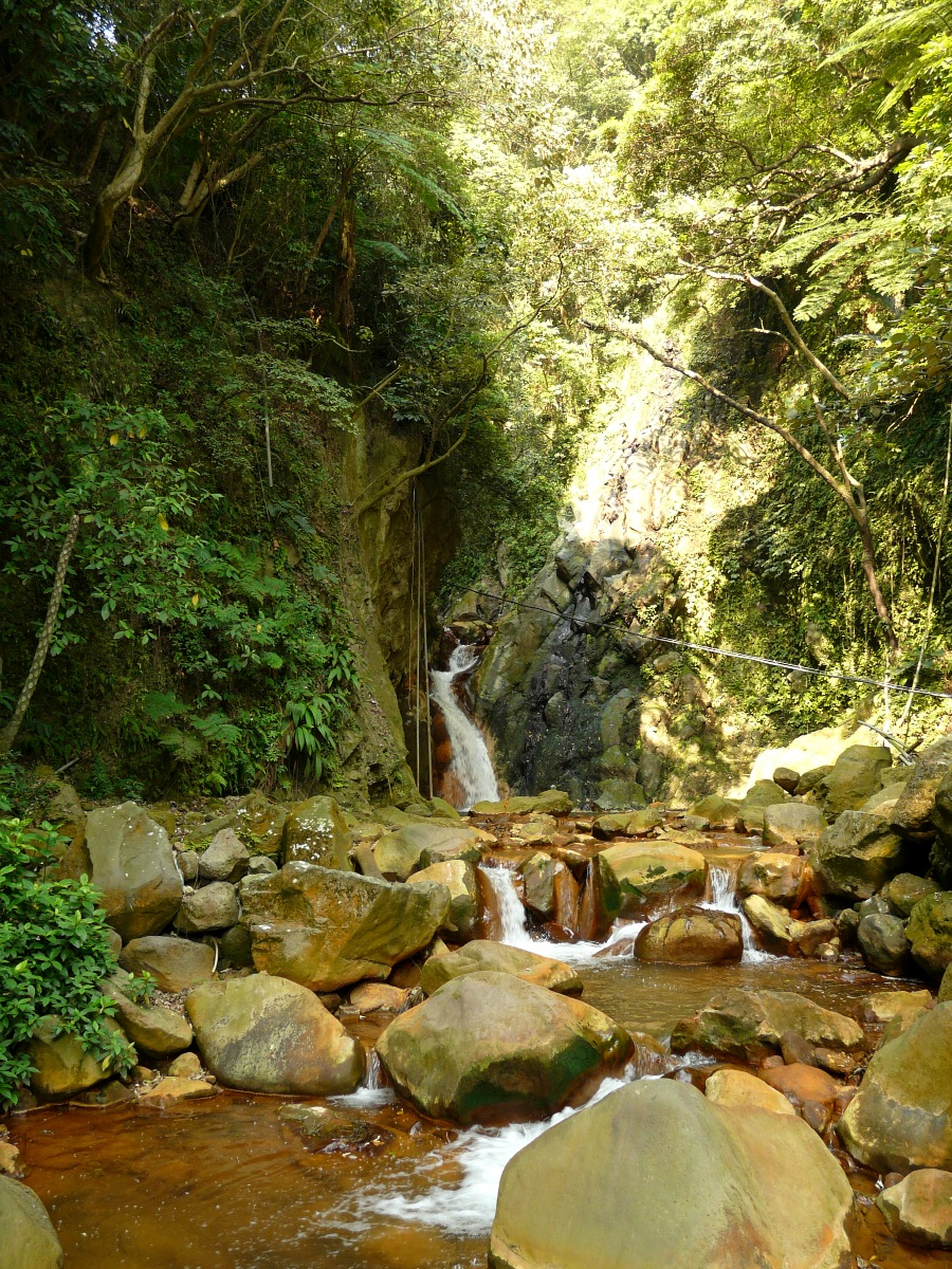 Chui-Fong Waterfall (翠峰瀑布)