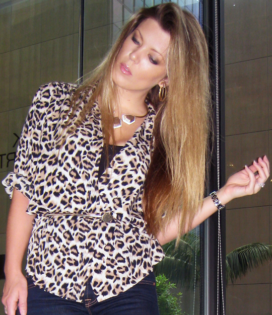 leopard-print-blouse-skinny-jeans-marc-jacobs-3