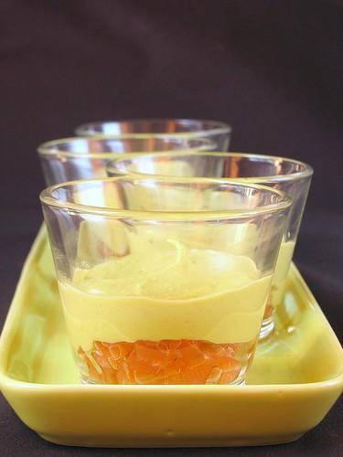 Bicchierino con crema di avocado e gravlax