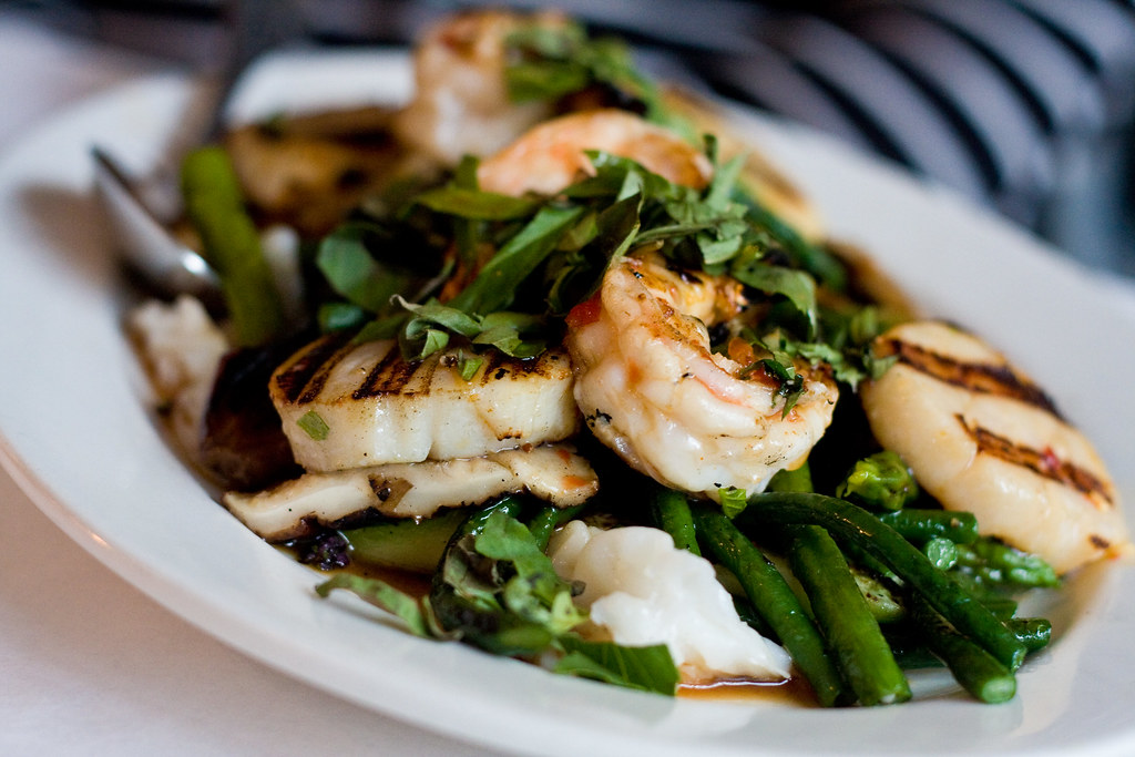 Scallops and prawns in lime-basil sauce, Omai