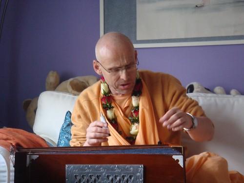Kadamba Kanana Swami Korsnas Gard and at Ugrasena's 14th May 2010  -0035 por ISKCON desire tree.