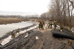 Troops preserve essential infrastructure in flooded areas (Canadian Army | Arme canadienne) Tags: people canada manitoba soldiers operations deployment sandbags dikes portagelaprairie reserveforce geotextile civilmilitarycooperation regularforce immediatereactionunit aidetocivilpower floodingassistance