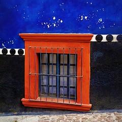 sidewalk view (msdonnalee) Tags: window architecture mexico ventana arquitectura fenster wroughtiron finestra mexique janela 1001nights fentre stucco mexiko messico venster finetre photosfromsanmigueldeallende mexicancolornialarchitecture wroughtirongrill fotosdesanmigueldeallende