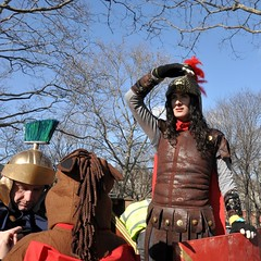 (Polish Sausage Queen) Tags: nyc costumes amber shoppingcart queens gothamist romans idiotarod chariots idiotarod2009 teamromulusandremus