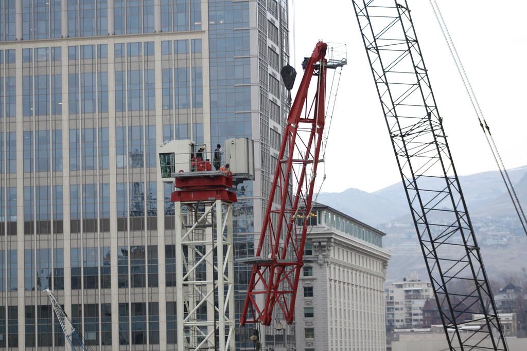 Kong hong liebherr crane