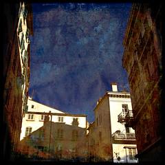 autour-du-ciel (Pierre D. Photographiste) Tags: france fleurs square soleil bleu ciel rue var sud lampadaire carré mistral toulon hip2bsquare pentaxk10d carréfrançais ©pierrediez