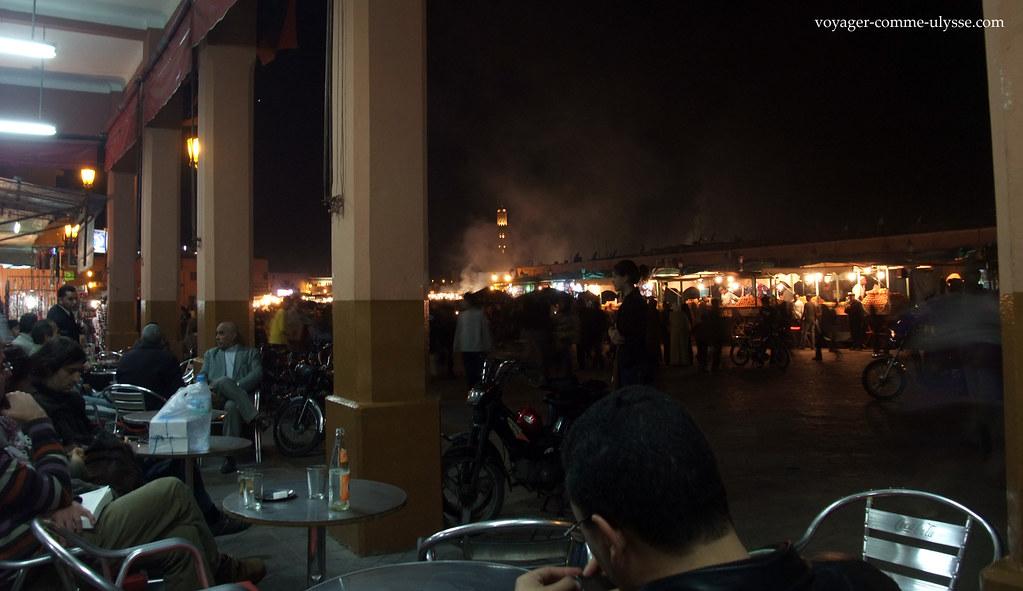 Num terraço de restaurante
