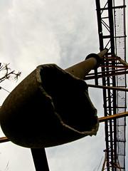 Tuberia Rota / Broken Pipe (sordojr) Tags: old espaa naturaleza art nature beautiful field rio canon river is spain iron factory power arte shot mud earth steel pipe vieja powershot badajoz antigua land campo machines paranoia fabrica maquina tierra acero extremadura hierro tuberia sx100 pacense sx100is sordojr paranoiart paranoiadelarte paranoiarte