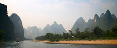 Li River 12 (ignacio izquierdo) Tags: china mountains rio ro river li boat barco guilin yangshuo lijiang montaas jiang