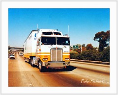 "KW 104 Aerodyne ""United"" near Escondido 1989 (Polo Scher) Tags: california usa truck united semi van coe kw escondido 18wheeler lastwagen kenworth lkw freightliner aerodyne sattelschlepper caboverengine"