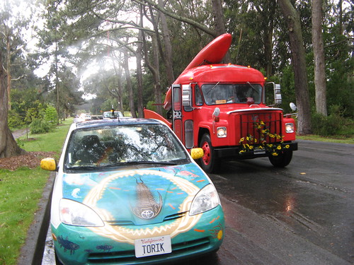 Artcar caravan to Tom Kennedy memorial