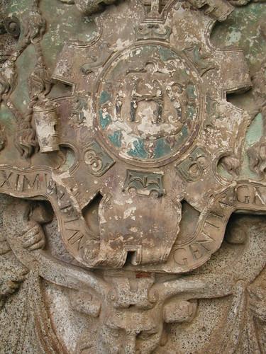 Escudo de la Portada del Colegio de Infantes después de la Restauración de 2004