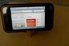 Soporte para iphone con rollo de papel higiénico