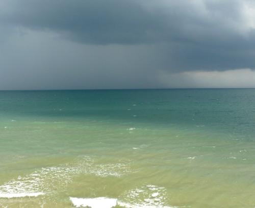 גשם בא, יותר קרוב