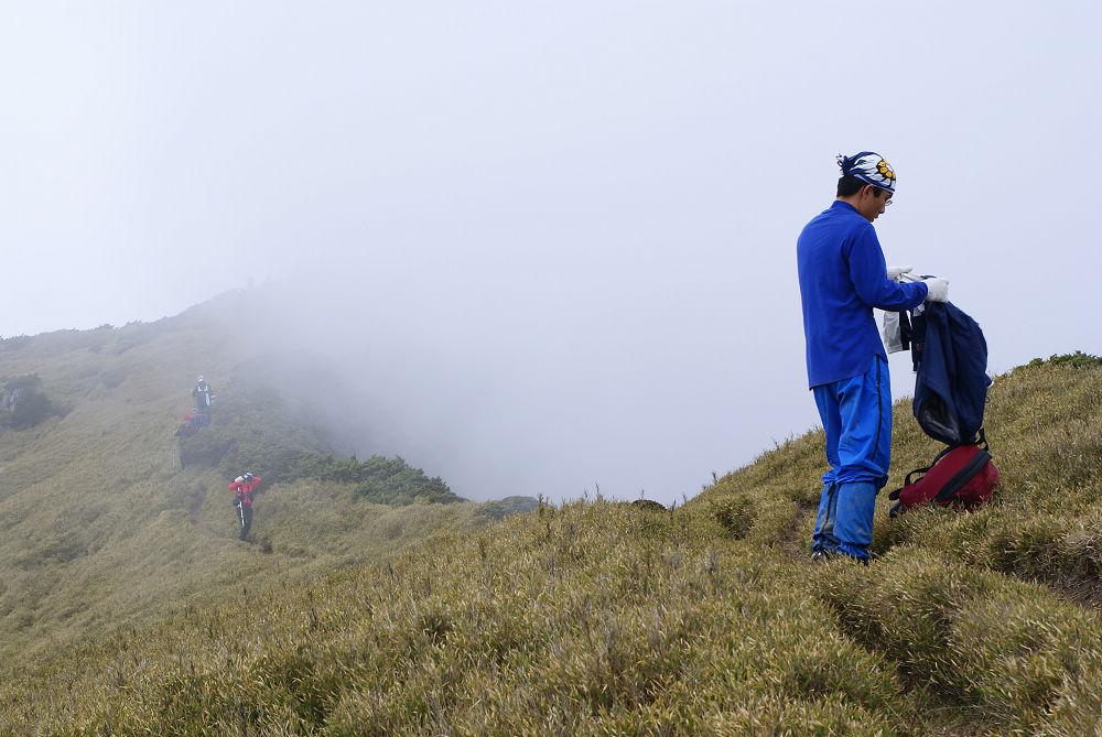 奇萊Day2-36 雲遮霧掩沒藥救