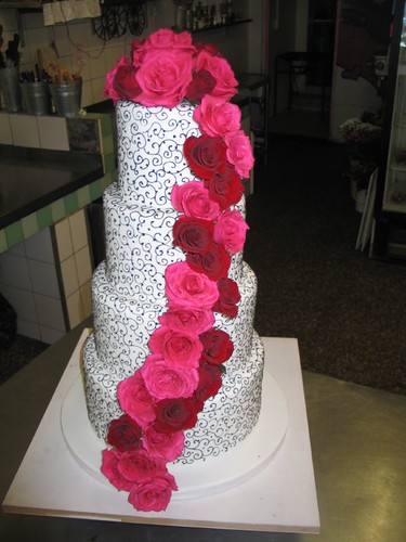 Yashfas Black White Filigree Wedding Cake With Pink Red Roses