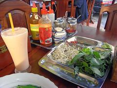 ベトナムフォーの店の調味料 - Siem Reap by Ik T