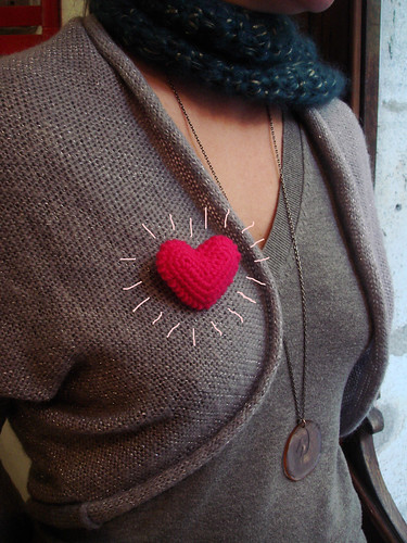 New heart brooch by Crochettes