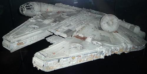 Millenium Falcon, Front