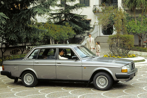 89 Volvo 240 Dl. Volvo 240 GL