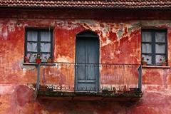 rosso pompeiano (bormanus_sv) Tags: windows red house casa colours liguria oldhouse fiori rosso colori balcone finestre osiglia deepcolour rossopompeiano canoneosdigitalrebelxsi voyagetravellingreise