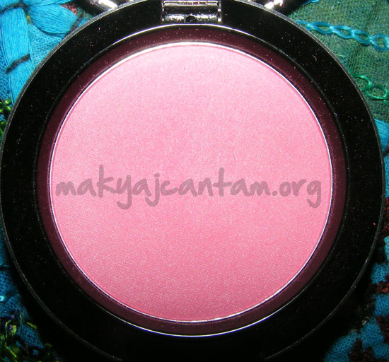MAC_Hello_Kitty_Tippy_Swatch