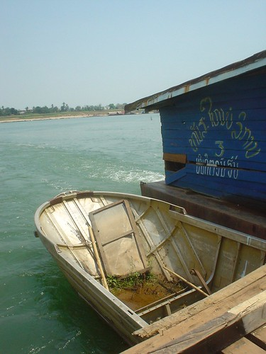 23.其實渡船是用兩艘小船拼裝起來的