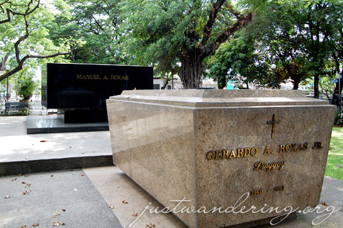 North Cemetery Manila 03