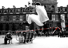Paris (ValeP_canon) Tags: bw paris canon cutout eos rebel jump freestyle louvre lord lips skateboard salto rollerblade tt piazza francia parigi placedupalaisroyal lovre evoluzioni 400d canoniani dogstown