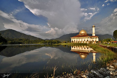 Darul Quran (zzclef) Tags: reflection nikon mosque d300 tokina1116mmf28 darulquran