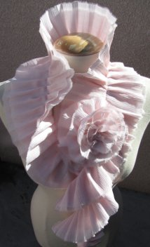DIY-victorian-collar-scarf-chanel-2009-large-with-flower